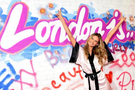 Бэкстейдж показа Victoria's Secret в Лондоне
