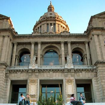 В барселонском Национальном музее искусства Каталонии (MNAC) открылась выставка, посвященная работе всемирно известных военных фотожурналистов.