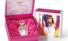 Новый аромат Тейлор Свифт будет петь ее голосом