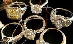 Виктория Лопырева выбирает обручальные кольца
