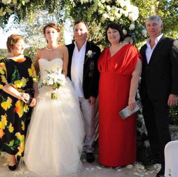 Свадьба 17-летней Лизы Адаменко и 55-летнего Валентина Иванова