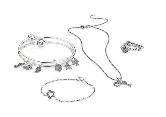 Pandora представила серию шармов в виде букв, цифр и символов