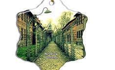 Amazon после критики снял с продажи ёлочные игрушки и сувениры с изображением Освенцима