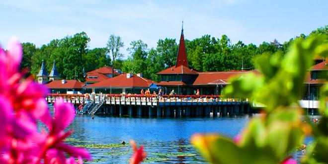 Термальный курорт Хевиз расположен на одноименном озере