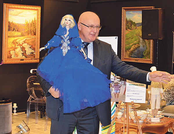 Одежду для куклы «Звезда» придумал Филипп Киркоров