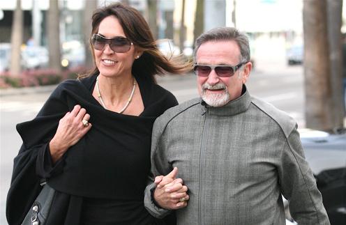 Судя по тому, как Робин Уильямс и Сьюзан Шнайдер держат друг друга за руки, они действительно счастливы вместе.