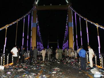 Паника на мосту в Камбодже привела к гибели 339 человек