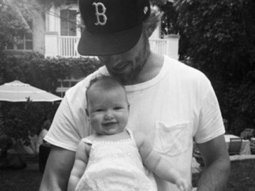 Эрик Джонсон (Eric Johnson) с дочкой