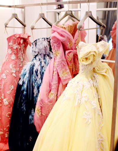 Природные мотивы и наряды прошлого вдохновляют дизайнеров Dior на создание произведений искусства