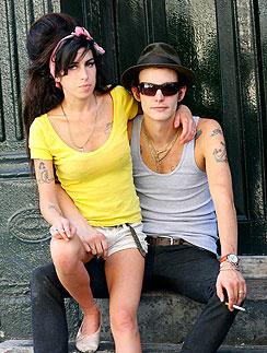Эми Уайнхаус (Amy Winehouse) и Блейк Филдер-Сивил (Blake Fielder-Civi)