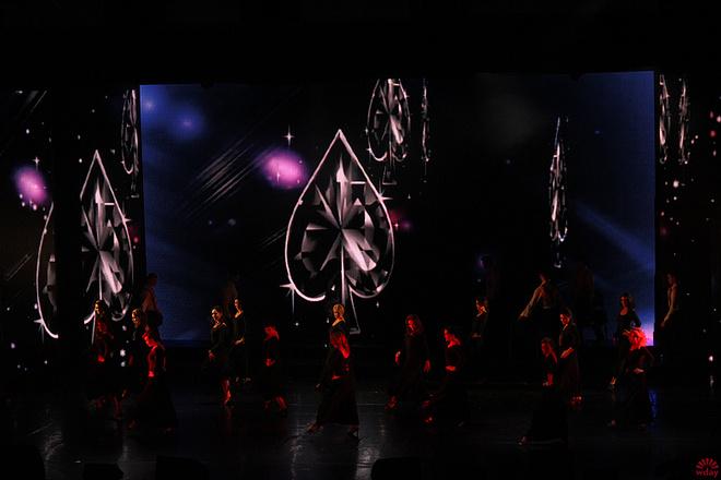 Один из танцев, фото