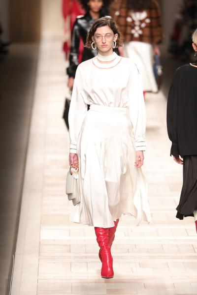 Кендалл Дженнер и сестры Хадид на показе Fendi в Милане   галерея [1] фото [15]