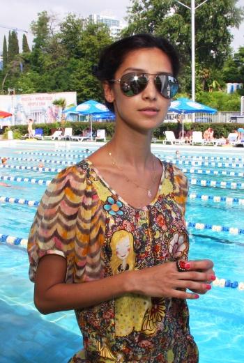 В этот раз актриса решила больше времени проводить на пляже и на вечеринках.