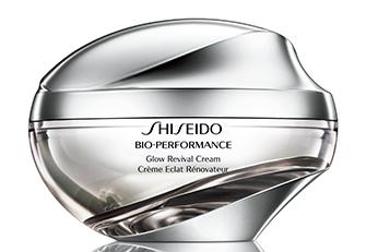 Помимо крема Bio-Performance Glow Revival, Shiseido, линия включает сыворотку для лица и крем для глаз.