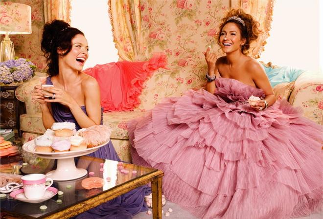 Marchesa «Дженнифер запросто может изобразить из себя аристократку, но на самом деле с ней очень легко общаться». Джорджина Чапмен