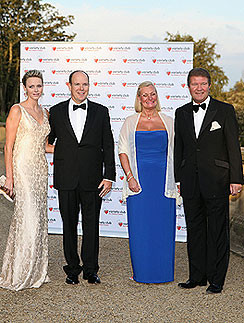 Князь и княгиня Монако с организатором бала и его женой