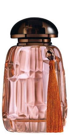 Onde от Giorgio Armani навеян восточными традициями. Аромат посвящен Ближнему востоку. Он имеет мускусно-ориентальное звучание, построенное на нотах амбры, мускуса, бутонов марокканской розы и ванильного абсолю.