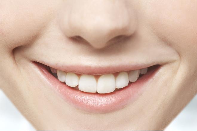 как избавиться от черных точек на коренных зубах