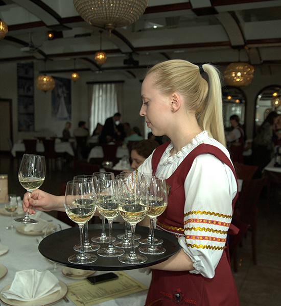 поющие официанты, клуб-отель Царская охота, Новокузнецк