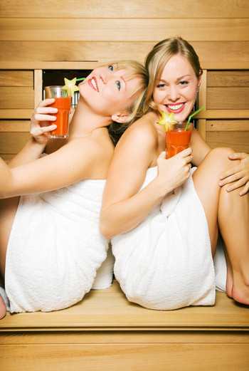 Баня дарит здоровье и ... возможность поболтать с подругами в теплой, душевной обстановке.