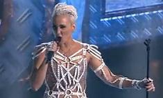 Ксана Сергеенко пела в прозрачном платье