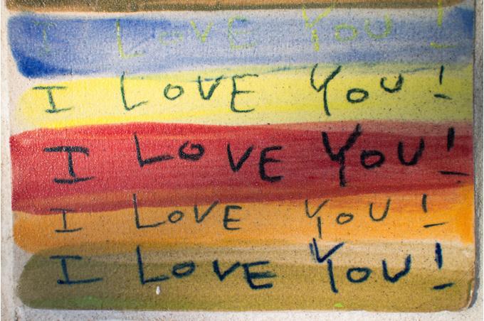 Признания в любви на радужном фоне