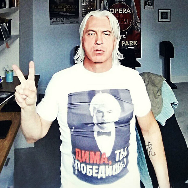 Дмитрий Хворостовский опубликовал в сети свое фото с лечения