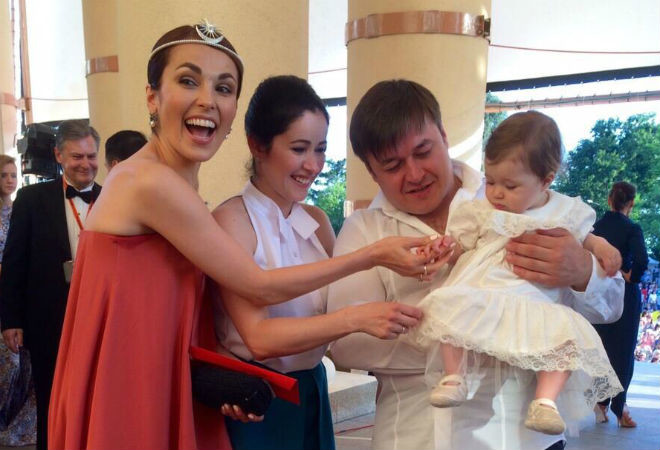 Любовь Тихомирова с семьей, Сати Казанова фото