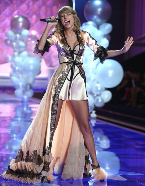 Тейлор Свифт на Victoria's Secret Fashion Show 2014