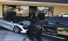 Водитель BMW врезался в салон McLaren и разбил две машины стоимостью по 350 тысяч долларов