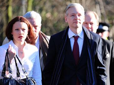 Защита Джулиана Ассанжа (Julian Assange) призывает приехать в Лондон прокурора Швеции