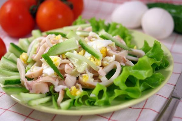 Рецепт салата с кальмарами и огурцами