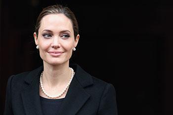 Анджелина Джоли (Angelina Jolie) на саммите «большой восьмерки», апрель 2013, Лондон