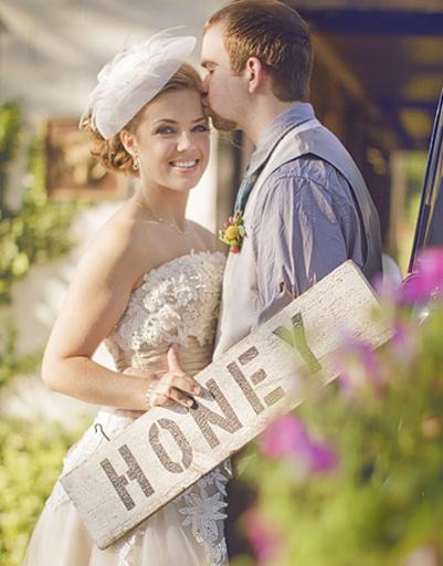 Свадебная фотосессия должна быть полна особых символов вашей любви.