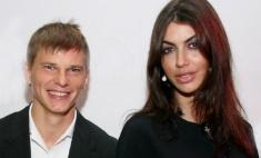 Андрей Аршавин сходил с невестой в театр