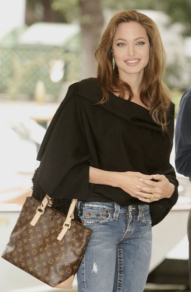 Анжелина Джоли с сумкой Louis Vuitton