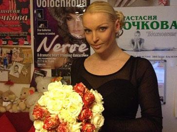 Анастасия Волочкова заказала Валентину Юдашкину букет, украшенный его инициалами