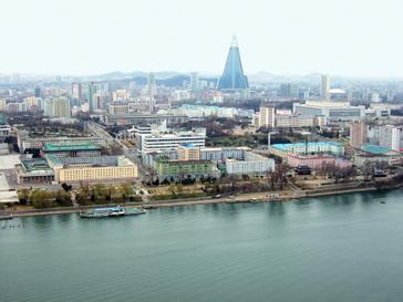 Жители городка Синыйджу на границе с Китаем остались без света из-за подготовки ко дню рождения Ким Чен Ира