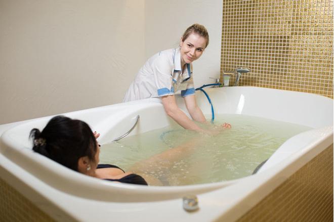 Вакуумный подводный массаж, процедуры для красоты и похудения