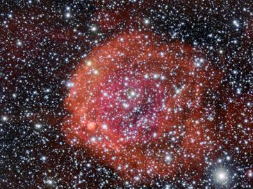 Новорожденные звезда распространяют вокруг себя сильное сияние