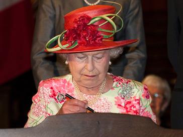 Елизавета II теперь имеет тезку-корабль