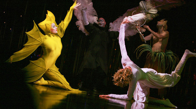 Мистика, выразительная пластика, безупречные трюки - мир спектаклей населен фантастическими персонажами, которые в постмодернистической технике танца рассказывают зрителям необыкновенные истории.