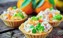 Салат с копченой курицей и мандаринами