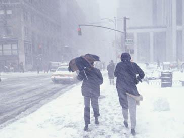Перемещения по территории США из-за циклона стали опасны для жизни