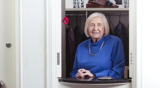 Джин Миллер, 94 года