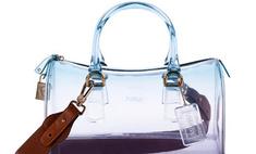 Прозрачный намек: Furla выпустил весеннюю коллекцию сумок