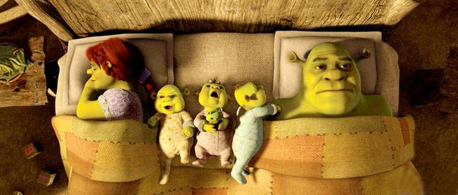 Мультфильм начинает с того, что вроде бы счастливый семейный Шрэк начинает понимать, что соскучился по свободе и приключениям.