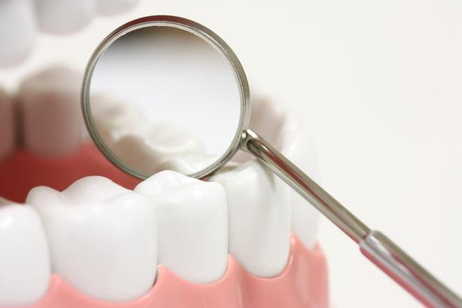 сходит эмаль с зубов