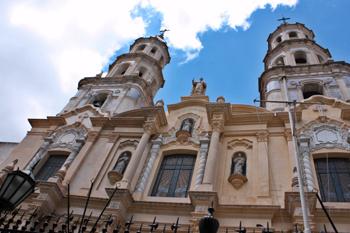 Архитектурный облик Буэнос-Айреса эклектичен, будто столица слеплена из нескольких европейских городов.