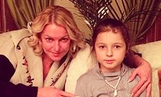 Дочь Волочковой носит сумки от Chanel